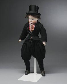 Miniatuurpop gekleed zoals de bruidegom van de zogenaamde 'zwarte bruid' op Marken. #NoordHolland #Marken