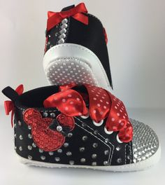 Customised Baby Girl Black Minnie Mouse Crib Shoes by HuggyWuggys on Etsy