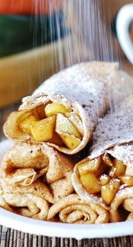 Apple cinnamon crepes, or apple pie – in a crepe! Apple cinnamon crepes, or apple pie – in a crepe! Original article and pictures take h. Crepe Recipes, Brunch Recipes, Breakfast Recipes, Dessert Recipes, Pancake Recipes, Recipes Dinner, Breakfast Sandwiches, Think Food, I Love Food
