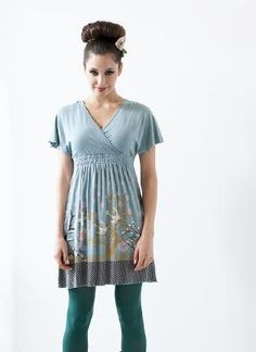Stylish & Sexy Maternity Clothes, Trendy Nursing Wear, Designer Maternity Dresses, Breastfeeding Wear & Pregnancy Clothes Singapore. Looks like a comfy maternity shirt... with room all throughout pregnancy.