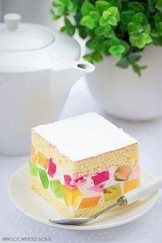Po ciężkich, świątecznych ciastach pora na coś lekkiego (również dla portfela :)). To efektownie ciasto spodoba się zarówno wielbicielom ciast niezbyt słodkich Sweets Recipes, Easter Recipes, Cookie Recipes, Pastry Shop, Polish Recipes, Foods With Gluten, Sweet Cakes, Food Cakes, Homemade Cakes