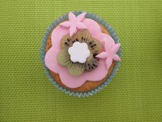 In de tweede les mag je zelf een cupcake versieren. Rolfondant en kiwi.