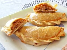 Argentine Atún Empanadas Vigil empanadas are traditional fare during Easter, when people stop eating red meat and tables see a wide variety of fish and vegetable based dishes. Among all of the varieties, tuna empanadas are one of South America's delights. Seafood Recipes, Gourmet Recipes, Mexican Food Recipes, Snack Recipes, Cooking Recipes, Healthy Recipes, Snacks, Ethnic Recipes, Argentine Recipes