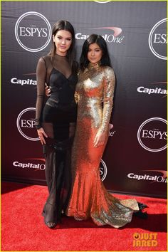 kendall kylie jenner 2015 espys 03 Kendall and Kylie Jenner pair up for the red carpet at the 2015 ESPY Awards on Wednesday night (July 15) at the Microsoft Theater in Los Angeles.    The 19-year-old…