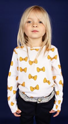 girly bow sweatshirt for Fall and Back To School. kids fashion /// Creative Kids Club   http://www.pinterest.com/creativboysclub/creative-kids-club/