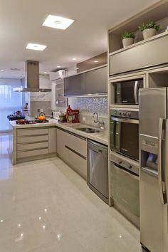 Layout em L ficou perfeito. http://www.decorfacil.com/55-cozinhas-em-l/
