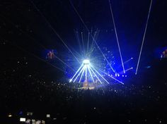 @Jasper_Coffee  ·  Aug 29 @DrBrianMay @ adamlambert @QueenWillRock  Awe and Some Show @Melbourne tonight! #QAL