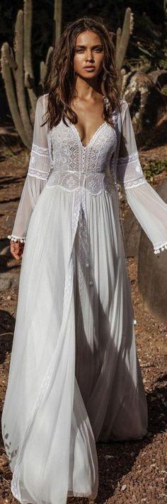 Adorable Bohemian Wedding Dress Ideas To Makes You Look Stunning 13