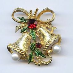 Vtg XMAS Bells Faux Pearl Red Rhinestone Holly Leaf Enamel Gold Tone Brooch Pin