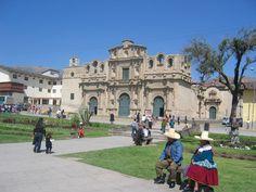 Personajes típicos en la Plaza de Armas de Cajamarca - Perú