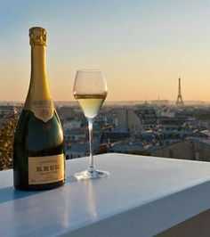 POP. FIZZ. CLINK. Happy Champagne Friday!!!!! Cheers to a new year and champagne filled adventures with Je Suis. PARIS!!!