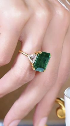 verlobungsring smaragd 60 trendy wedding unique engagement rings for 2019 brides 24 Welcome Jewelry Box, Jewelry Rings, Jewelery, Vintage Jewelry, Jewelry Accessories, Fine Jewelry, Jewelry Design, Jewellery Earrings, Fashion Earrings