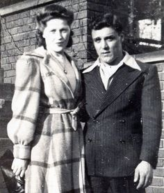 Her coat!!! <3 #vintage #1940s #couples #fashion #coats