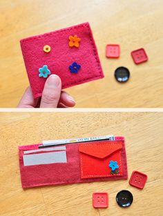 play wallet in felt with paper money and credit cards