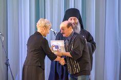 Вручение подарка хору Вишенье - за первое место на фестивале Ярмарка хоров  2016 - Арсеньев Приморский край