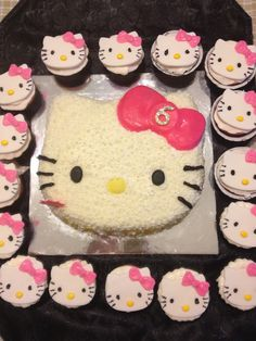 Hello Kitty cupcakes & cake