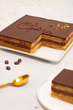 Opéra The opera au café is a classic French pastry. Here is my detailed recipe step by step to make this chocolate coffee dessert at home. Pastry Recipes, Cake Recipes, Dessert Recipes, Drink Recipes, Opera Cake, Pastry Design, Coffee Dessert, Iced Coffee, French Pastries