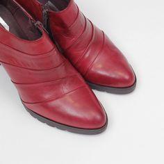 Zapato de Piel Abotinado Burdeos – entuspasos