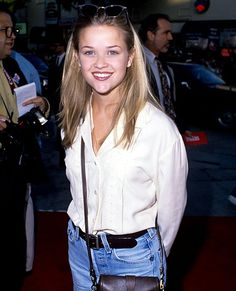 White Button Down Shirt, White Shirts, Reese Witherspoon Young, Fashion History, 90s Fashion, Fashion Sets, Veronica Heathers, Celebrity Style Casual, Teenage Dirtbag