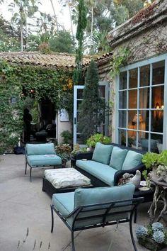 Blue fabric on a vintage patio set. more patio looks :Mod Vintage Life: Garden Patios Outdoor Rooms, Outdoor Gardens, Outdoor Living, Outdoor Decor, Outdoor Patios, Outdoor Kitchens, Outdoor Seating, Patio Pergola, Backyard Patio