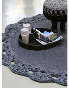 Edging accents. Maybe re-purpose a wool army blanket? #crochet #accents #inspiration