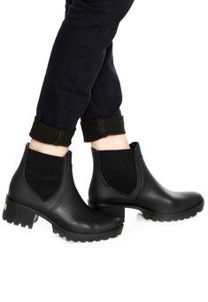 Bota Chelsea Colcci Tratorada Preta - Marca Colcci Botas Chelsea, Chelsea Boots, Rubber Rain Boots, Ankle, Products, Fashion, Shoe Cabinet, Thick Heels, Women's Boots