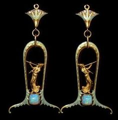 Lalique Sautoir 1902 signed: terminals detail: light green enamel & diamond leaf blossoms, each suspending a horseshoe-shaped  Iight green enamel & gold open-work frame, enclosing a gold lady playing flute & set w/ a sugarloaf cabochon opal