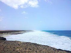 Cabo Verde, #Boavista, Praia de Ervastao. Surf, capoverdiani e onde di oltre 3 metri... location ideale dove adoro fare il bagno... sempre con il massimo rispetto nei confronti dell'oceano. Foto: Dario Massi
