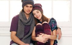 L'écharpe au point de riz Pour avoir bien chaud cet hiver, rien ne vaut une bonne écharpe. Celle-ci est tricotée dans un point fantaisie facile : le point de riz. Même si vous êtes débutante, lancez vous ! Vous aimez cette écharpe, alors pourquoi ne pas tricoter les bonnets coordonnés ?Suivez nos explications.