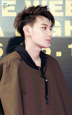 HES SO PRETTY WHAT THE Chanyeol, Exo Tao, Rapper, Huang Zi Tao, Kim Minseok, Exo Korean, Kung Fu Panda, Fandom, Bts And Exo