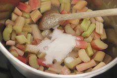 Super makkelijk basisrecept om zelf in 15 minuten rabarber compote te maken