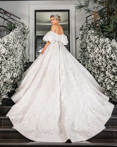 Off Shoulder Ball Gown Wedding Dress ,Fashion Custom made Tulle Bridal Dress With Applique - New ideas Simple Wedding Gowns, Wedding Dress Trends, Best Wedding Dresses, Wedding Bride, Bridal Dresses, Wedding Rustic, Wedding Poses, Princess Wedding, Dress Wedding