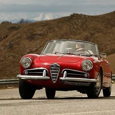Which car do you prefer to drive on this road? I choose the Giulietta Spider! Alfa Romeo Giulietta Spider, Alfa Romeo Spider, Grand Prix, Small Engine, Car Travel, Old Cars, Classic Cars, Manual, Workshop