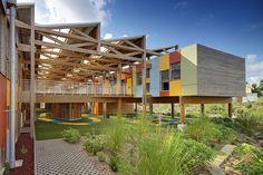Cores vibrantes marcam fachada de escola infantil francesa                                                                                                                                                      Mais