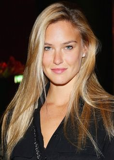 Bar Rafaeli glows with natural-looking sunkissed skin and minimal makeup