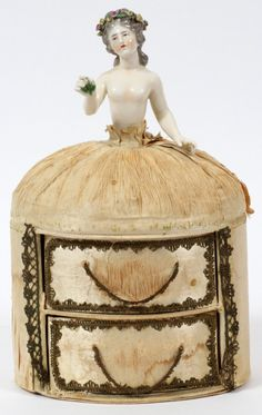 PORCELAIN HALF DOLL ON JEWELRY BOX : Lot 120335
