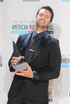 Luke Bryan Photos Photos - Singer Luke Bryan poses with the Favorite Country Music Male Artist award in the press room at the 40th American Music Awards held at Nokia Theatre L.A. Live on November 18, 2012 in Los Angeles, California. - The 40th American Music Awards - Press Room