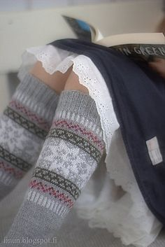 These knee-length socks are super warm and cosy to wear over thights, leggins or skinny jeans. Fair Isle Knitting, Lace Knitting, Knitting Socks, Lace Socks, Wool Socks, Sexy Socks, Knitting Accessories, Knit Or Crochet, Bunt