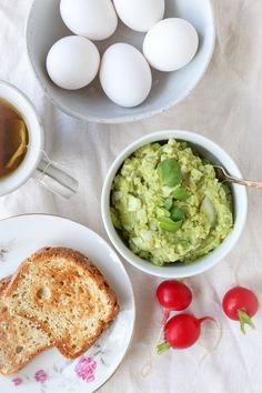 Avocado Egg Salad (Mayo-Free!) - an easy 4-ingredient lunch recipe