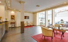 Elemente des Jugendstils prägen die Einrichtung und harmonieren dabei auf zeitgemäße Weise mit dem Charakter des alten Hauses.