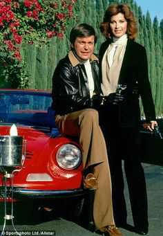 Stefanie Powers and Robert Wagner in Hart to Hart - crime-fighting duo and drinking champagne!