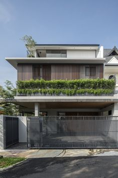 Image 17 of 23 from gallery of Clifton Vale House / Freight Architects. Photograph by Darren Soh Villa Design, Gate Design, House Design, Minimalist Architecture, Interior Architecture, India House, Small Buildings, Building Exterior, Facade House