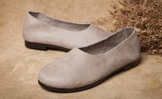 2016 NEUE SCHUHE! Handgemachte weiche Schuhe, Damenschuhe von Oxford, flache Schuhe, Retro Lederschuhe, Slip-ons  Mehr Schuhe: https://www.etsy.com/shop/HerHis?ref=shopsection_shophome_leftnav  ♥♥♥♥♥♥If du weißt nicht, welche Größe Sie brauchen zu wählen, bitte sagen Sie mir die Größe, die Sie normalerweise in Ihrem Land oder die Länge der Füße tragen, ich würde Ihnen empfehlen, die Größe, die geeignet ist für Ihre Füße. ;-)  Bitte beachten Sie dass der Fuß muss fest auf dem Boden sein, wenn…