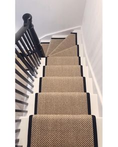 / / R U N N E R You guys were super helpful when picking out the runner border on my stories recently so here it is! Think it works well… Carpet Staircase, Hallway Carpet, Victorian Terrace Interior, Hallway Designs, Entry Hallway, Entrance Hall, Small Hallways, Flat Ideas, Big Girl Rooms