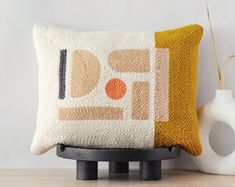 Modern abstract punch needle pillow · Mustard and beige accent pillow cover · Color block decorative lumbar pillow · Handmade nursery decor Modern Pillow Covers, Modern Pillows, Decorative Pillow Covers, Textiles, Accent Pillows, Throw Pillows, Abstract Embroidery, Punch Needle Patterns, Rug Hooking