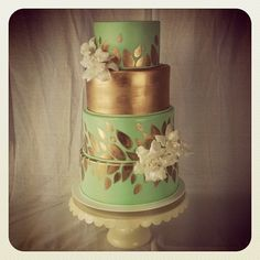 Mint and gold wedding cake. GORGEOUS. This would be so easy too!