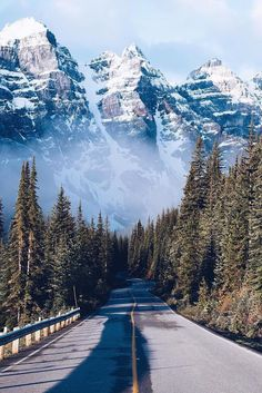 What a drive this would be! Banff National Park - Alberta, Canada Photo by: Cool Places To Visit, Places To Travel, Places To Go, Travel Destinations, Landscape Photography, Nature Photography, Travel Photography, Happy Photography, Park Photography