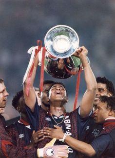 Fred Grim, Clarence Seedorf, Winston Bogarde, Patrick Kluivert, Frank Rijkaard en Edgar Davids met de Europa Cup I