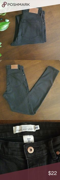H&M L.O.G.G. Black High Waisted Skinny Jeans Black skinny denim jeans from H&M. From the L.o.g.g. collection. High Waisted. 3 front and 2 back pockets. Perfect to wear with anything.  Laying flat waist measures 14'.Inseam 31'. Rise 10'. 68% Cotton 28% Polyester 3% Viscose 1% Elastan. H&M Jeans Skinny