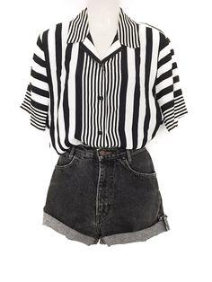 Mein True Vintage Hemd Bluse Streifen Black White Classic Clean Chic Kurzarm Str… My True Vintage Shirt Blouse Stripe Black White Classic Clean Chic Short Sleeve Str … – Jessica M Vintage Sweatshirt, Vintage Shirts, Vintage Blouse, Outfits Casual, Grunge Outfits, Emo Outfits, Jeans Grunge, Fashion Mode, Fashion Outfits